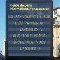 Liebeserklärungen-Valentinstag-Leuchttafeln-Paris