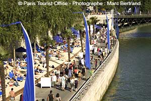 paris plages der Strand im Sommer an der Seine in Paris