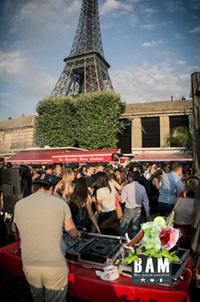 Tanzen unter dem Eiffelturm