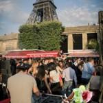 Tipp tanzen unter dem Eiffelturm